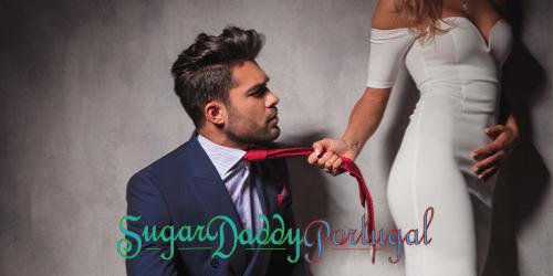 Menina segurando um homem irritado pela gravata