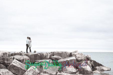 Foto de casal tirada de longe