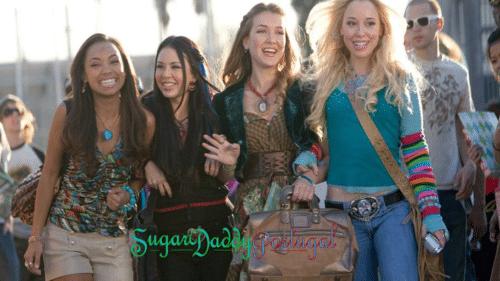 grupo de sugarbabys andando pela rua
